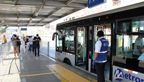 Comuna de Lima recordó mantener distanciamiento y uso de mascarillas en buses. (Foto: MML)