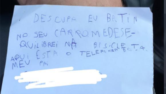 Este fue el mensaje que dejó el pequeño Benicio luego de rayar el vehículo estacionado de su vecino.   Foto: @cecastilhos/Twitter