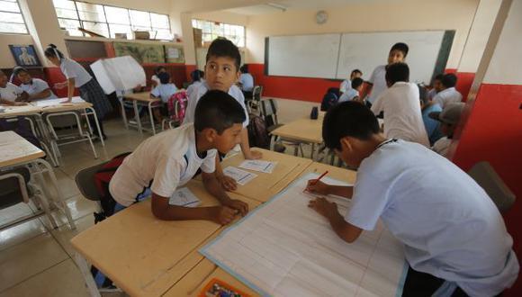 El Perú invierte solo un 3.7% del PBI en el sector educación