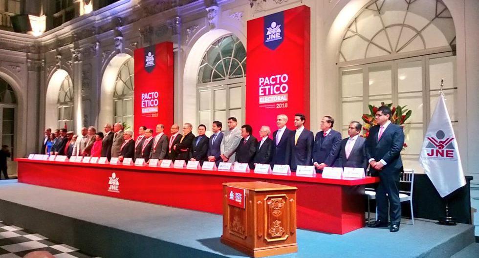 Quince de los 22 candidatos firmaron en persona el pacto ético del JNE para las elecciones 2018. (Foto: Twitter)