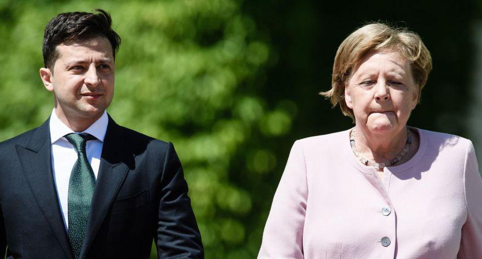 Canciller alemana Angela Merkel sufrió temblores durante ceremonia oficial. (EFE)