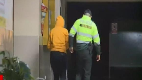 La víctima y su pareja lograron huir de los agresores. (Foto: Captura/América Noticias)