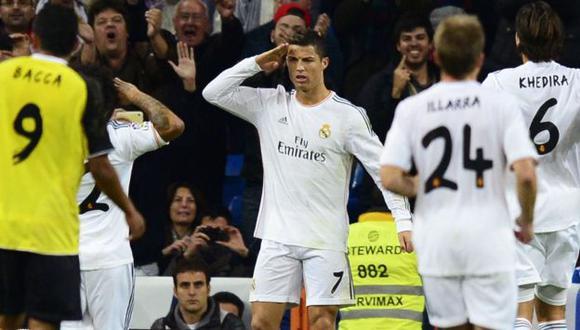 Cristiano Ronaldo hace el saludo militar luego de marcar de penal. (AFP)