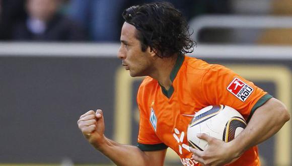 Técnico confía en que Pizarro se quedará en el Bremen. (Reuters)