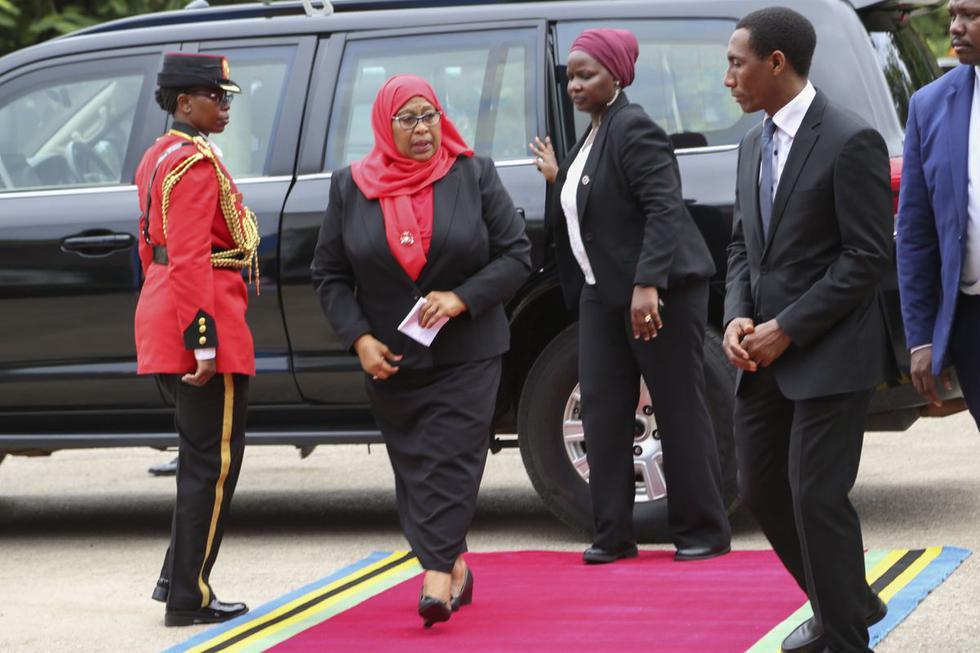La vicepresidenta de Tanzania, Samia Suluhu Hassan, juró este viernes como nueva presidenta y se convirtió en la primera mujer en la historia de este país de África del Este que accede a la Jefatura del Estado. (Texto y foto: EFE).