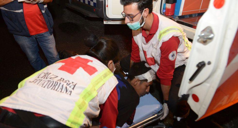 Los heridos fueron recogidos por ambulancias para ser trasladados a centros locales de salud. (EFE)
