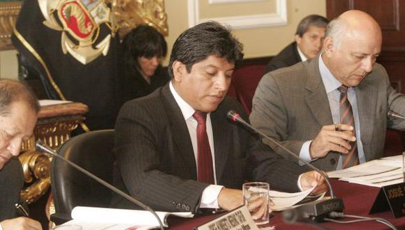 Gutiérrez preside comisión. (Rodrigo Málaga)
