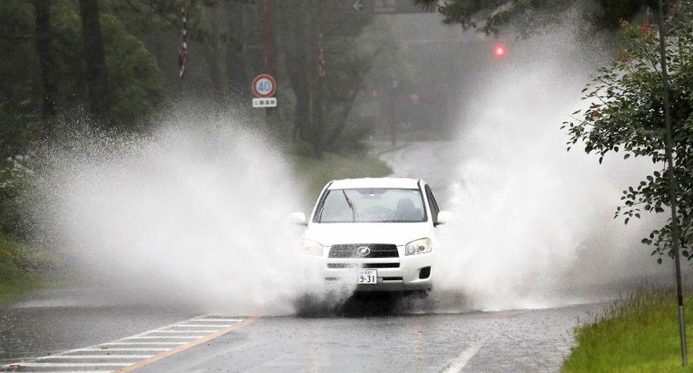 Las autoridades japonesas ordenaron este miércoles la evacuación de más de un millón de personas a causa de las lluvias torrenciales. (AFP)
