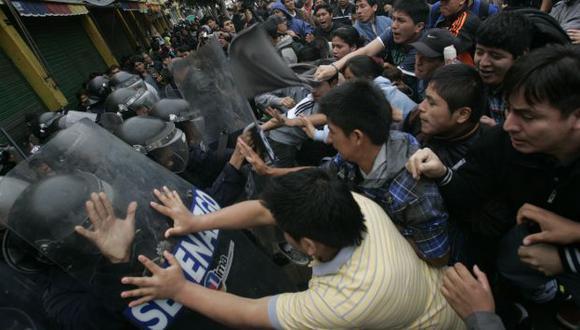 Comerciantes atacaron a golpes a los miembros del Serenazgo de Lima. (Rodrigo Málaga)