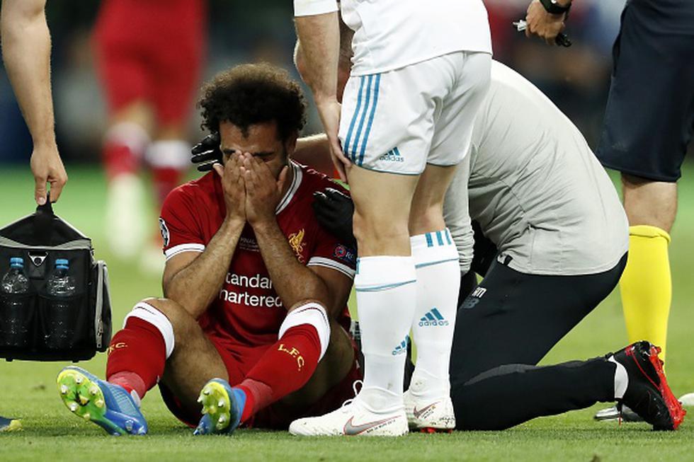 Salah abandonó la final de la Champions League entre Real Madrid y Liverpool tras un duelo personal con Sergio Ramos, a los 25 minutos del duelo disputado en Kiev. (GETTY IMAGES)
