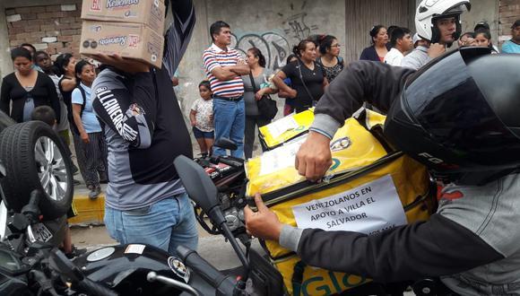 Ciudadanos venezolanos llevaron víveres a los damnificados de Villa El Salvador. (Foto: Sucesos del Día)