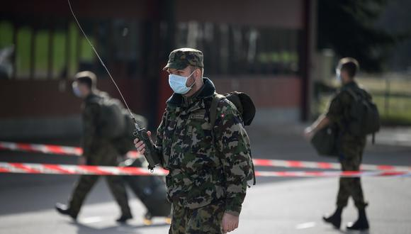 Foto del pasado 8 de enero. Reservistas del ejército suizo llegan a la base militar de Moudon antes de ser desplegados para apoyar a los hospitales públicos en la batalla contra la segunda ola de Covid-19. (Foto: Fabrice Coffrini)