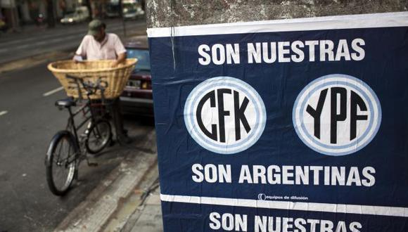 VISTO BUENO. Argentinos creen que YPF será mejor manejada por el Gobierno que por Repsol. (AP)