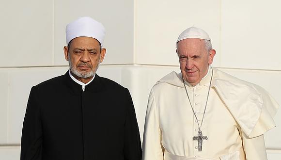 """La prensa internacional calificó el beso como """"histórico"""" porque representa un gesto de cercanía entre ambas religiones. (Getty)"""