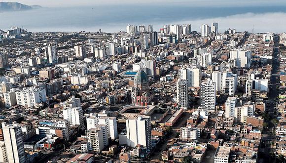División policial aerea del Peru realiza constantes vuelos de reconocimiento en los distintos distritos de Lima con el fin de que las personas cumplan el aislamiento social impuesto por el gobierno para evitar la propagación del covi19 o conocido como coronavirus.
