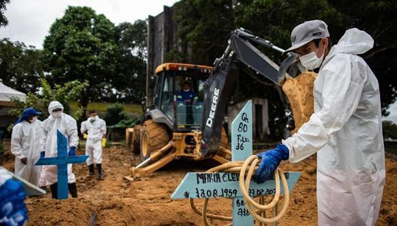 Según datos de la universidad Johns Hopkins, Brasil es el segundo país con más muertes por la pandemia, solo detrás de Estados Unidos, con más de 260 mil casos. (Foto: EFE)