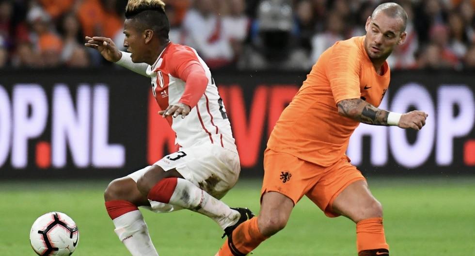 Holanda derrotó a Perú 2-1 con un doblete de Memphis Depay. (REUTERS)
