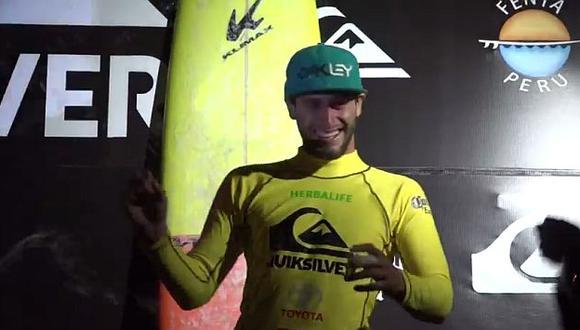 El surfista Sebastián Correa logró su primer título en Punta Hermosa. (Captura YouTube)