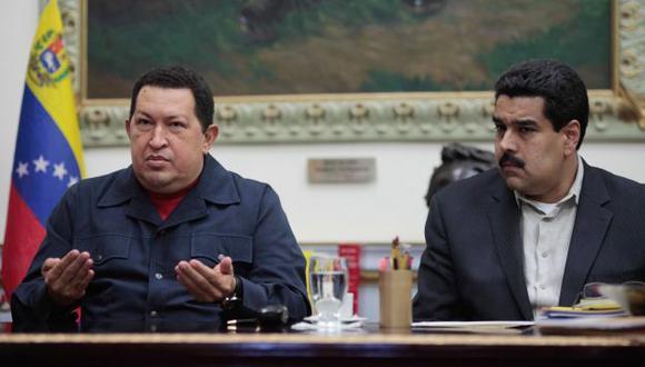 VA CEDIENDO LA POSTA. Chávez dejó decreto firmado delegando funciones a Nicolás Maduro. (AP)