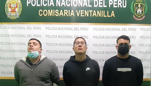 Estos son los tres detenidos de la banda 'Los Fantasmas de Ventanilla' que cayeron tras chocar su auto en el que fugaban contra un patrullero. (Foto: PNP)