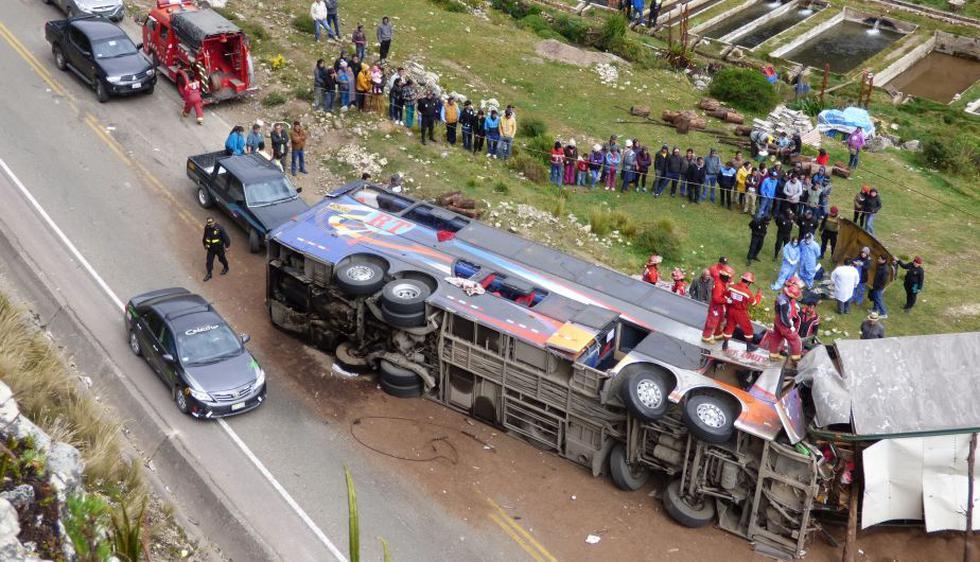 Cerro de Pasco: Aumentan a 12 los fallecidos tras choque frontal entre bus y camión. (Corresponsal)