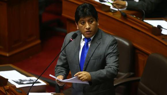 EN SUS MANOS. Congresista Josué Gutiérrez alista norma. (Rafael Cornejo)