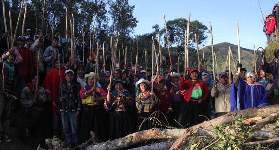 RECHAZAN TREGUA. Aunque con menor acción, ayer continuaron las protestas antimineras. (Fabiola Valle)