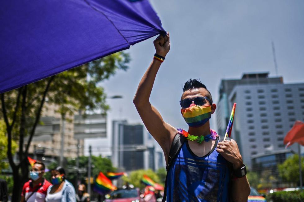 Un joven participa en la celebración del orgullo gay en la Ciudad de México. (AFP/PEDRO PARDO).
