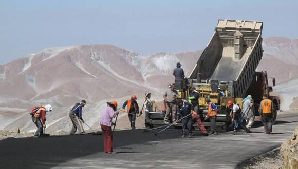 TRABAJO. Perú requiere más inversión en carreteras para mejorar el acceso. (Difusión)