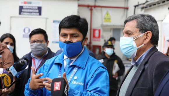 Mario Carhuapoma, presidente ejecutivo de EsSalud, realizó actividades y supervisó el proceso de vacunación contra el COVID-19. (Foto: Seguro Social)