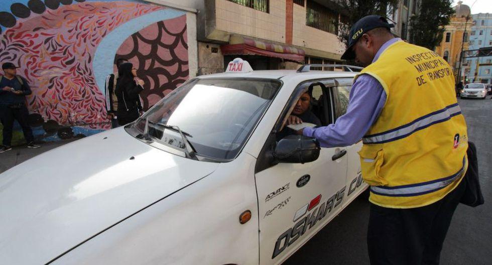 Los inspectores impusieron más de 30 actas de control a taxistas que no cumplían con las normas para brindar este servicio. (Difusión)
