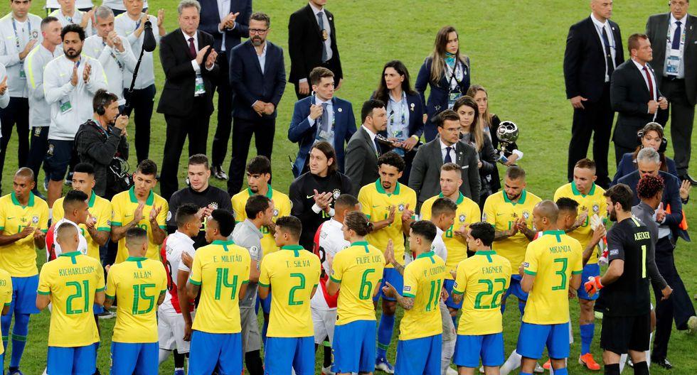La selección de Perú recibió el cariñoso aplauso de la selección brasileña y todo el Maracaná. (AFP)