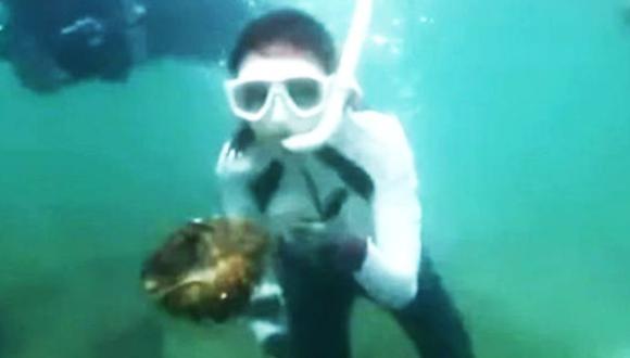 Tailandia: Actriz surcoreana enfrentaría 5 años de cárcel por pescar almejas gigantes. (Captura)
