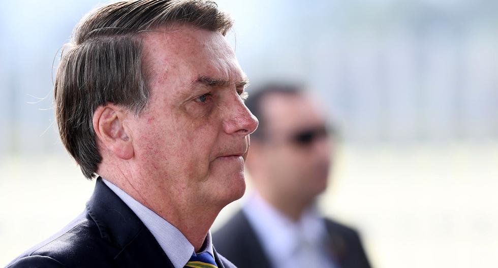 Imagen del 8 de mayo. El presidente brasileño, Jair Bolsonaro, hace gestos mientras habla con sus partidarios a la salida del Palacio Alvorada en Brasilia, en medio de la nueva pandemia de coronavirus. (Foto: AFP/EVARISTO SA).
