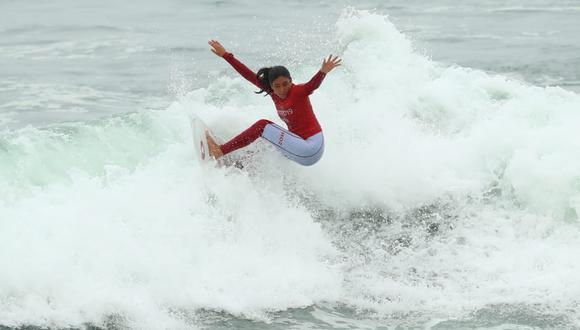 Joven deportista de 17 años ganó el primer lugar en el Surf Open y sumó la sexta medalla de oro para Perú en los Panamericanos Lima 2019. (Foto: Alessandro Currarino)