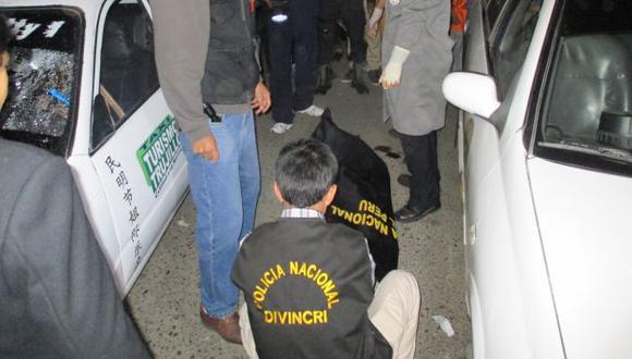 Un taxista fue asesinado a balazos por tres sicarios en Trujillo. (Alan Benites)