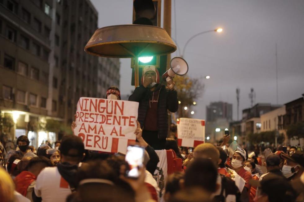 Varios de grupos de manifestantes se movilizaron este lunes por las principales vías del Cercado de Lima tras la elección de Francisco Sagasti como presidente del Congreso y, por ende, mandatario hasta el 28 de julio del 2021. (Fotos: Renzo Salazar/@photo.gec)
