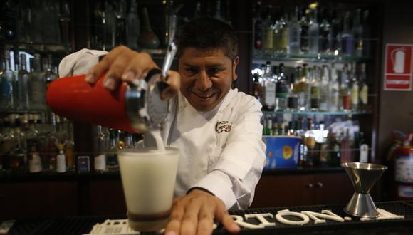 """""""Es preferible exprimir el limón al momento y no usarlo guardado"""", recomienda el 'Capitán'. (Foto: Mario Zapata)"""