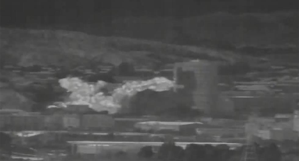 Una imagen capturada de un dispositivo de observación térmica muestra la explosión de una oficina de enlace intercoreana en el Complejo Industrial Kaesong. (AFP / Dong-A Ilbo).