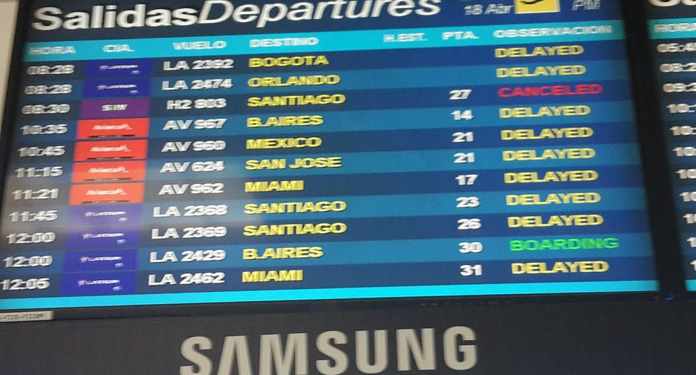 Avión malogrado retrasó vuelos nacionales e internacionales en el Aeropuerto Jorge Chávez. (César Martinez/Perú21)
