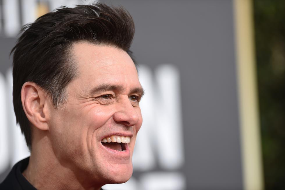 """El cómico Jim Carrey llegó a la ceremonia de los Globos de Oro en medio de risas. El actor está nominado a mejor actor protagonista de comedia por """"Kidding"""".  (Foto: AFP)"""