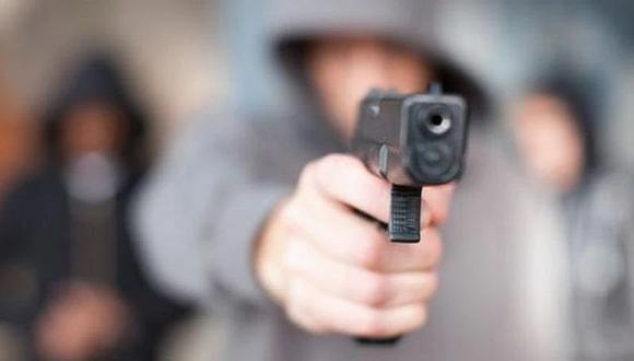 Crimen ocurrió anoche cuando tomaba licor en la puerta de su casa del distrito de Huanchaco, en Trujillo. (Foto: Referencial)