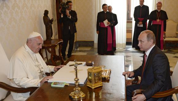 Vladimir Putin se volverá a reunir con el papa Francisco. (Foto: EFE)
