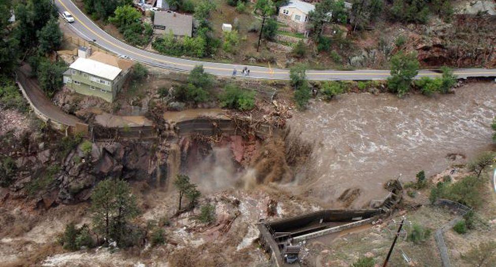 La evacuación se aceleró ante la amenaza de las inundaciones. (AP)