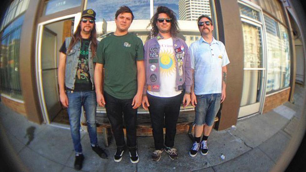 Los Huaycos tiene integrantes de Asmereir, Plug Plug y Metamorphosis. Radican en California.