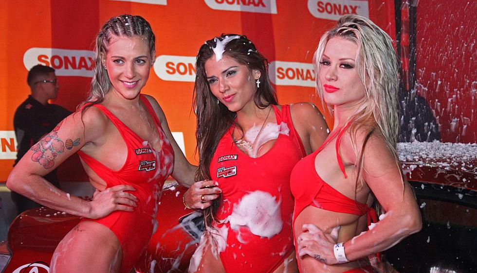 Leslie Shaw, Paula Ávila y Fiorella Alzamora en sexy 'car wash' nocturno por la segunda fecha del Campeonato de Drifting en el Autódromo de La Chutana. (Difusión)