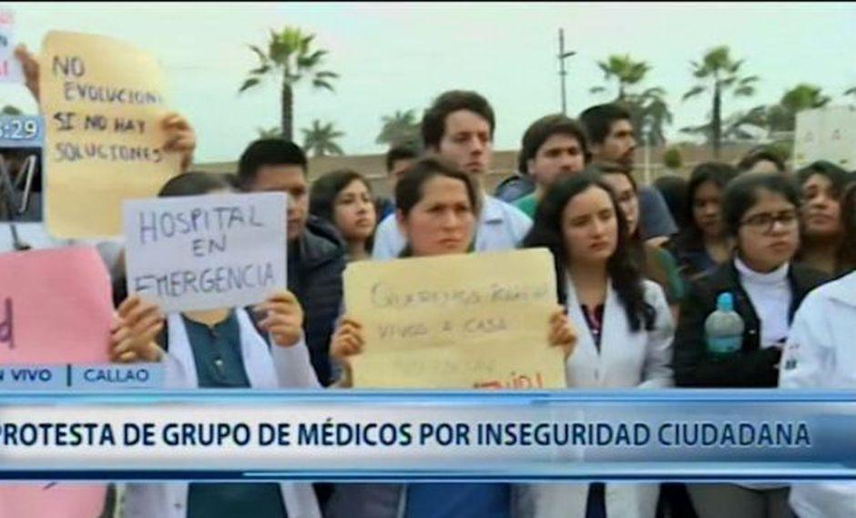 """Médicos residentes exigen mayor seguridad pues sostienen que """"cualquier persona puede ingresar al nosocomio armados"""".(Canal N)"""