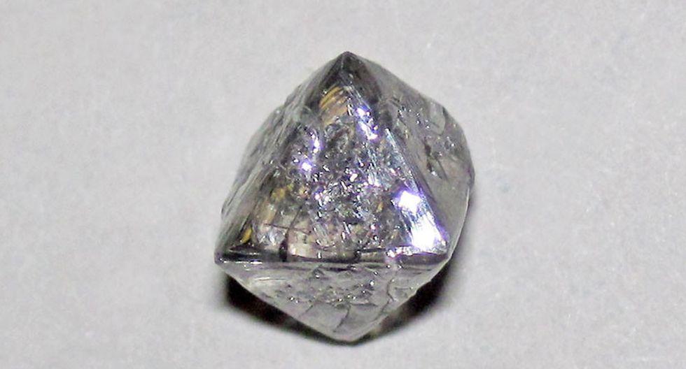 Un mineral cuyo registro indicaba que sólo podía ser hallado a más de 700 kilómetros de profundad de la superficie terrestre, fue localizado en el interior de un diamante, ubicado en una mina de Sudáfrica. (Flickr / James St. John)