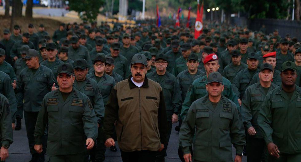 """""""Sí, estamos en un combate, máxima moral en ese combate para desarmar a cualquier traidor, a cualquier golpista"""", aseguró Maduro en un acto con miles de soldados. (Foto: EFE)"""