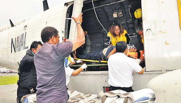 A SALVO. Helicóptero llevó a los afectados al Centro Médico Naval. (Alberto Orbegoso)
